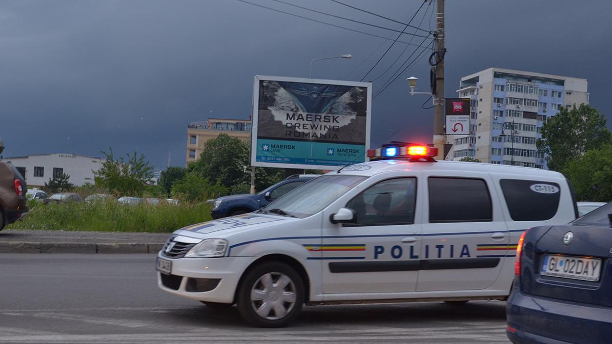 Masina politie rutiera in trafic 1