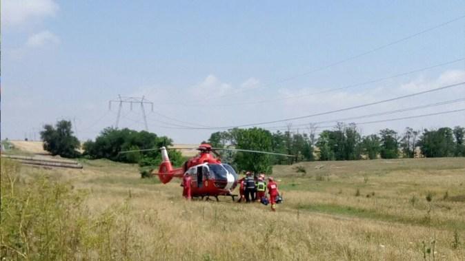 Accident rutier DN 22 Constanta - Tulcea. Intervine echipajul de Descarcerare a ISU Dobrogea si elicopterul SMURD. FOTO ISU Dobrogea
