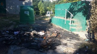 Persoane encunoscute au incendiat containerele Polaris