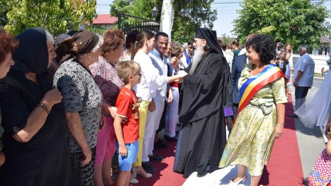 Slujba botezului a fost ținută de un sobor de preoti si IPS Teodosie