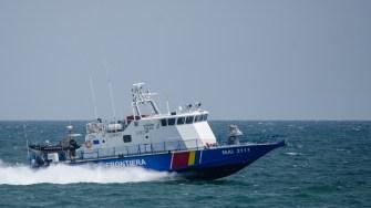 Nava Gărzii de Coastă a intervenit pentru interceptarea ambarcațiunii suspecte. FOTO Catalin Schipor