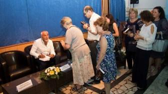 Varujan Vosganian a oferit autografe celor care i-au cumpărat ultima sa carte lansată și la Medgidia.