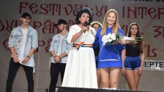 Primarul Mariana Gaju s-a ocupat indeaproape de bunul mers al festivalului Rodul Pamantului - Zilele comunei Cumpana