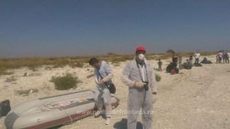 Migrantii de pe pescadorul clandestin au reusit sa ajunga pe plaja de la Midia