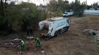 Constănțenii continuă să arunce gunoiul nemenajer la întâmplare. FOTO Polaris M Holding