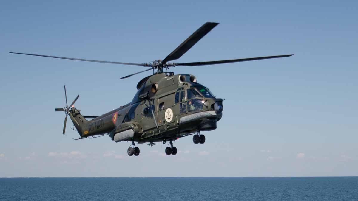 Elicopter Puma Naval in zbor (5)