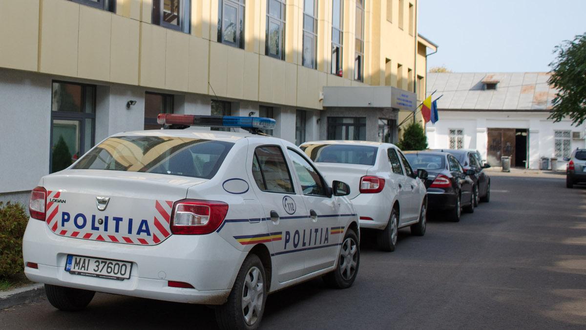Masina de politie in fata Parchet Tribunal si Judecatorie Constanta (1)