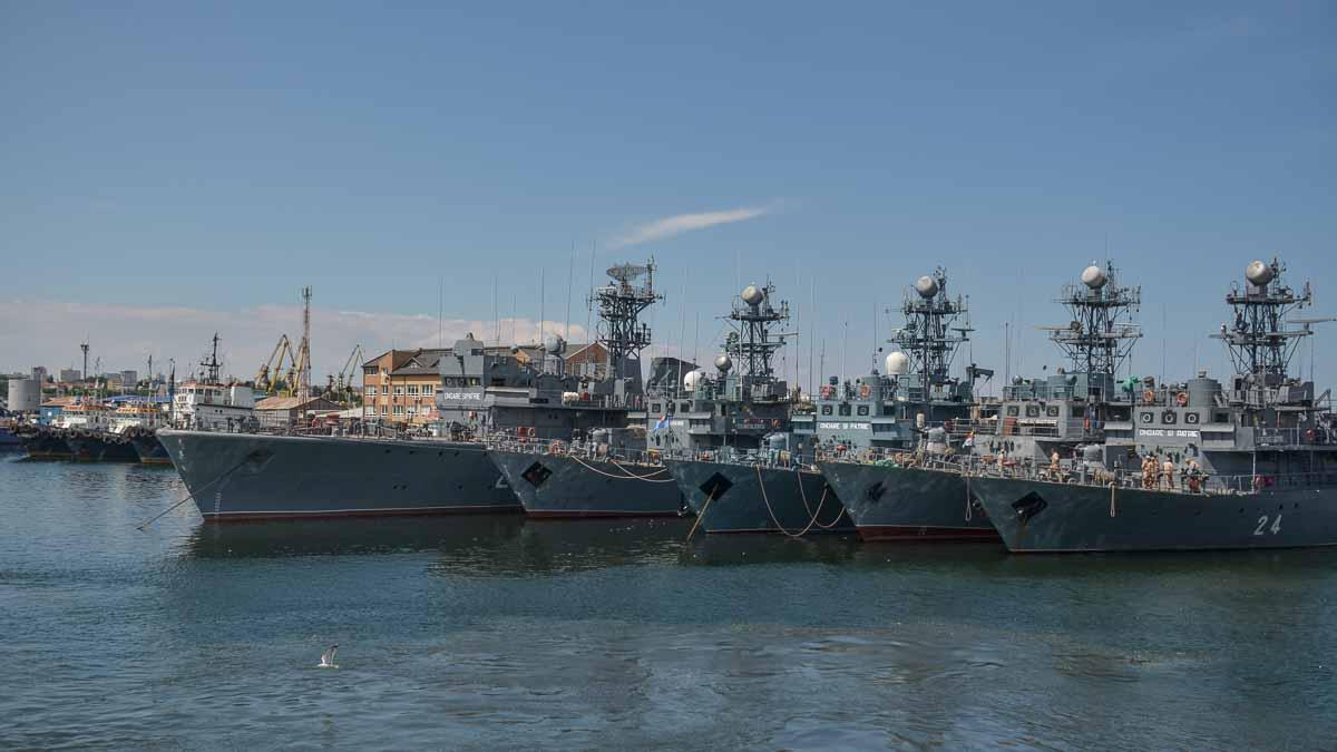 Nave militare in dana zero