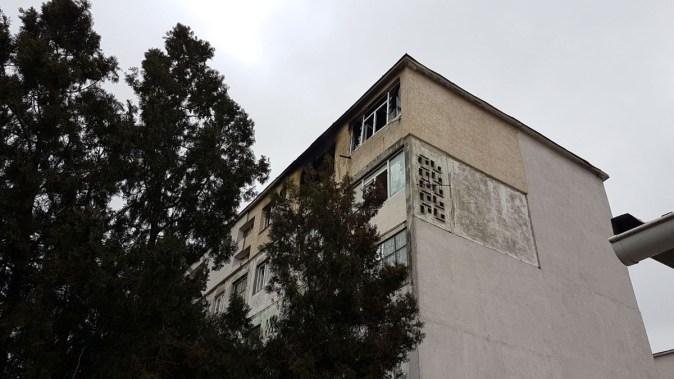 Pompierii au intervenit la un incendiu izbucnit într-un apartament