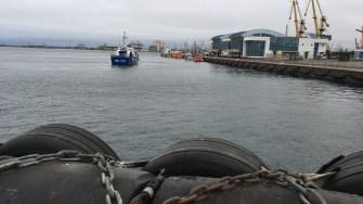 Nava cu migranți a fost escortată în Portul Constanța, în Dana de Pasageri.