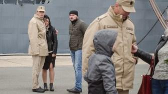 Rudele marinarilor plecați în misiune i-au așteptat pe cheu. FOTO Cătălin Schipor