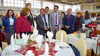Repezentanții autorităților și a mai multor instituții au fost prezente la Târgul educațional de la Cumpăna. FOTO Primăria Cumpăna