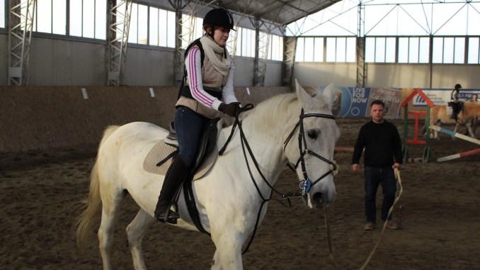 Tinerii sportivi de la echitație lasă locul copiilor cu nevoi speciale. FOTO Adrian Boioglu