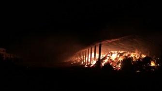 Baloții de paie au luat foc. FOTO ISU Dobrogea