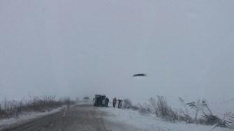 Un autoturism a ieșit de pe drum din cauza viscolului. FOTO RAJDP