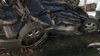 În urma impactului, mașina condusă de adolescent s-a răsturnat. FOTO CTnews.ro
