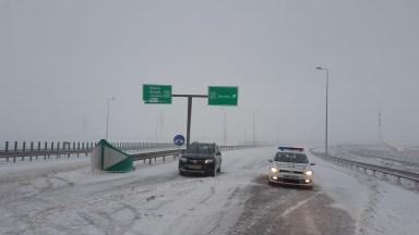 Autostrada A2 a fost închisă pentru că utilajele nu făceau față viscolului