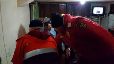 Echipajul ISU Dobrogea și al SAJ Constanța au intervenit pentru acordarea primului ajutor și transportarea bolnavului. FOTO ISU Dobrogea