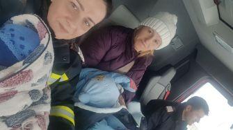 Mămica și copii au fost transportați în siguranță de echipajul ISU Dobrogea. FOTO ISU Dobrogea
