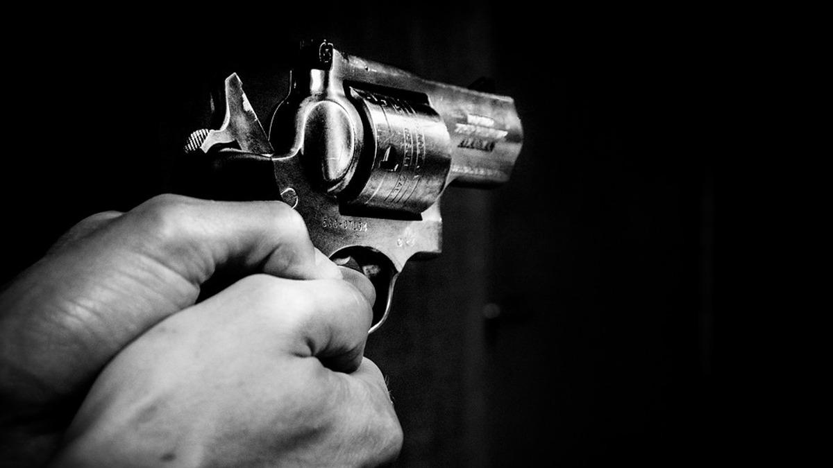 pistol arma de foc impuscatura (2)