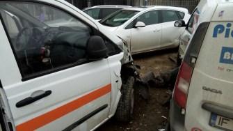 Ambulanța a fost serios avariată, iar asistenta medicală a fost rănită. FOTO SAJ Constanța