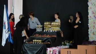 Au fost pregătite cupe și premii pentru participanți. FOTO Cătălin SCHIPOR