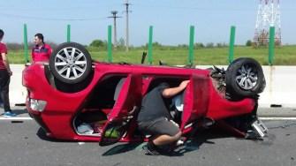 Un autoturism s-a răsturnat pe Autostrada A, iar circulația a fost blocată. FOTO CTnews.ro
