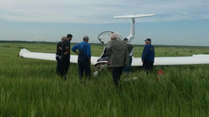 Avionul Diamond 20 a aterizat forțat. FOTO CTnews.ro