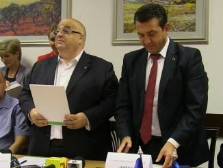 Directorul General SC RAJA SA, Felix Stroe și vicepreședintele CJC, Claudiu Palaz. FOTO CTnews.ro