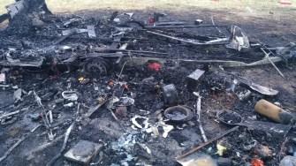 Incendiul și explozia au distrus rulota, resturile fiind împrăștiate în jur. FOTO ISU Dobrogea