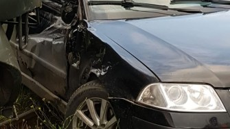În urma impactului cu trenul, tânărul șofer a scăpat fără nici p zgârietură. FOTO IPJ Constanța