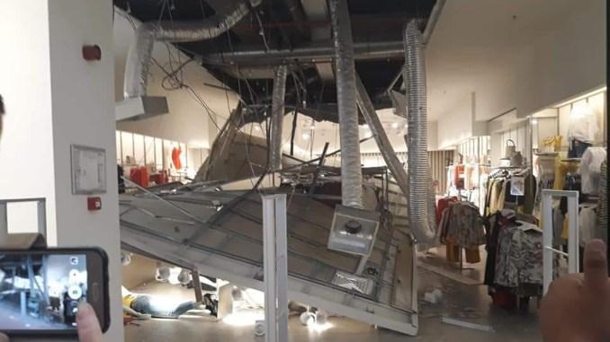 Tavan căzut la City Park Mall Constanța