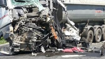 Impactul a fost atât de puternic, încât unul dintre șoferi a decedat pe loc. FOTO DRDP Constanța