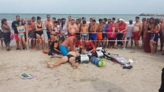 Victima a fost resuscitată pe plajă
