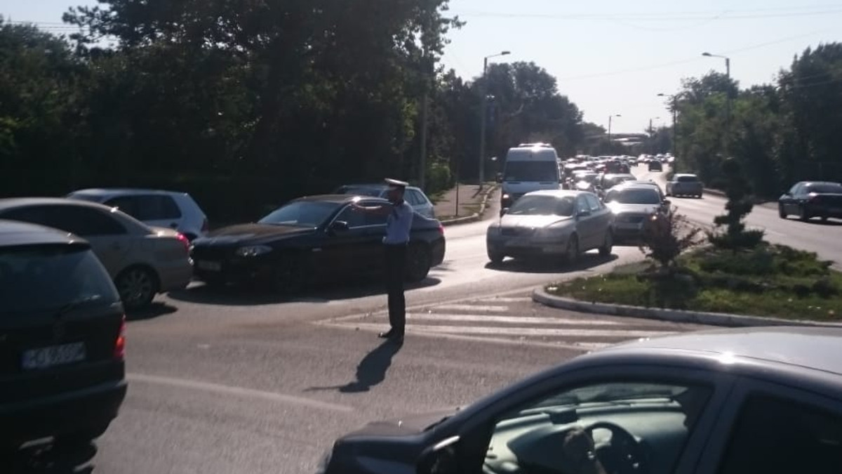 politist dirijare circulatie ambuteiaj