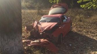 Mașina implicată în accident s-a transformat într-un morman de fier vechi. FOTO SAJ Constanța