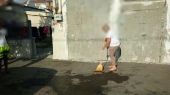 Petrecăreții au fost sancționați și puși să facă curat. FOTO DGPL Constanța