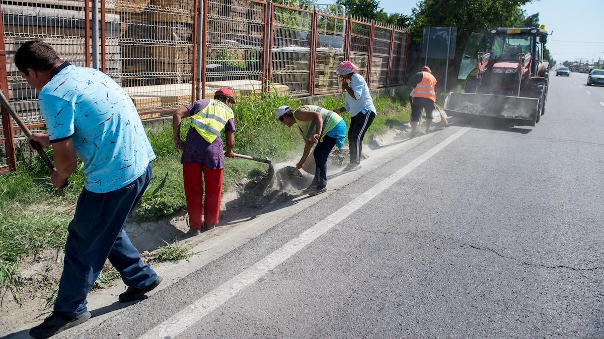 Muncitori în Valu lui Traian. FOTO PVT