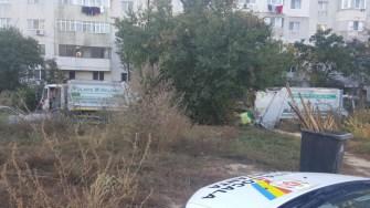 Polițiștii locali și angajații Polaris au igienizat locația din Faleză Nord. FOTO DGPL Constanța
