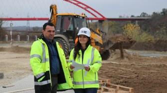 Primarul orașului Cernavodă, Liviu Negoiță și directorul general al ABC Val Cătălina Teodorescu FOTO Adrian Boioglu