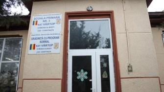 Școala primară și grădinița din satul Vârtop. FOTO CTnews.ro