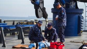 Persoanele cu răni grave au primit primul ajutor la bordul navei. FOTO Cătălin SCHIPOR