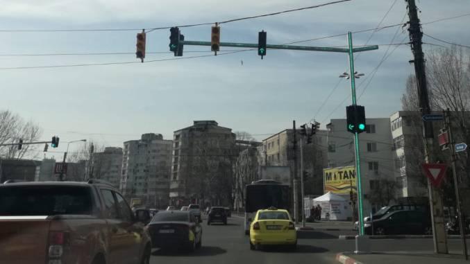 Semafor cu stâlp luminos la Constanța. FOTO Cătălin Schipor