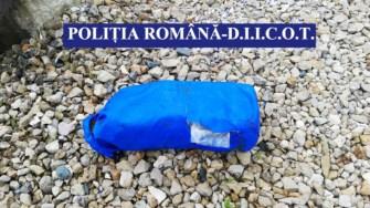 Mai multe pachete du droguri au fost găsite pe plajă. FOTO Poliția Română