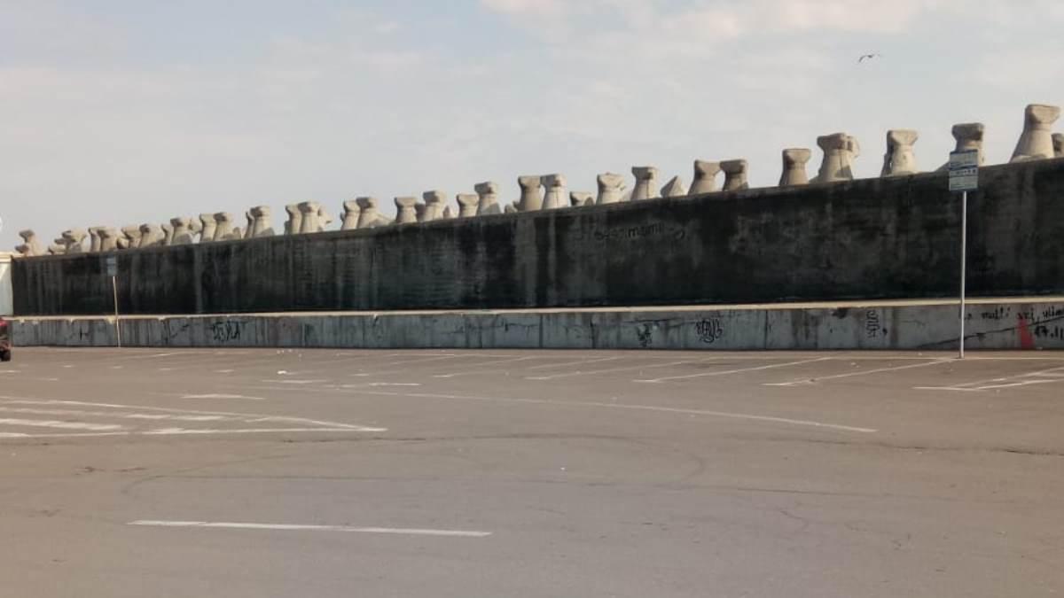 parcarea de la poarta 1
