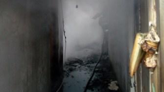 Interiorul casei a fost distrus în urma incendiului. FOTO ISU Dobrogea