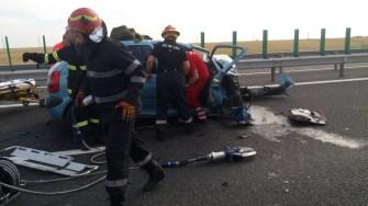 Patru persoane au fost rănite iar una a decedat în urma unui accident produs pe Autostrada A2. FOTO ISU Dobrogea