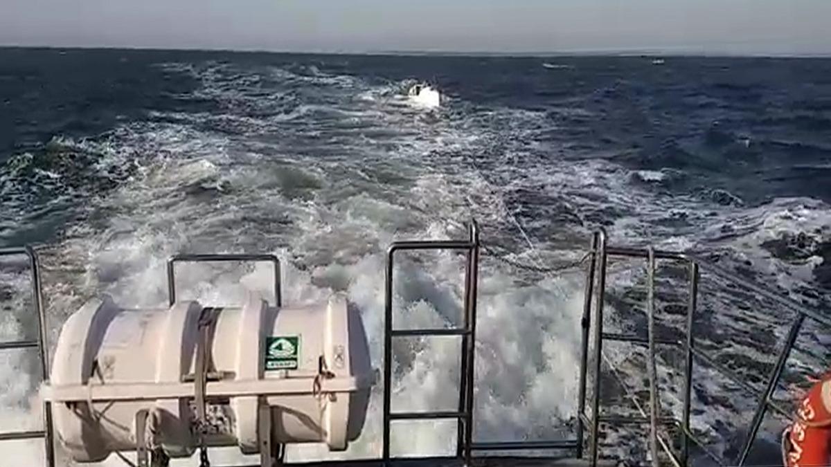 nava remorcata garda de coasta