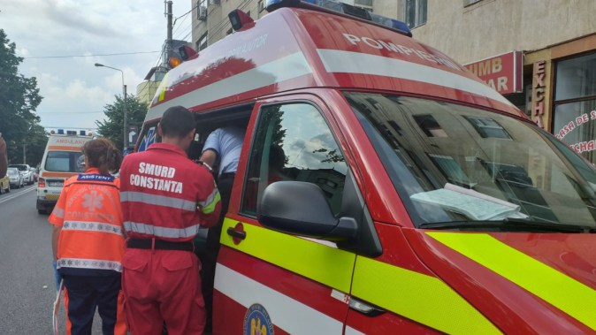 Un echipaj SMURD a fost trimis la locul solicitării. FOTO cu rol ilustrativ