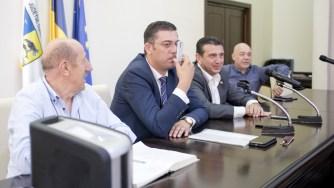 Președintele CJ Constanța. Marius Horia Țuțuianu s-a oferit voluntar pentru a se arăta cum funcționează aparatul. FOTO CJ Constanța